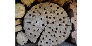 Nisthilfe aus unbrauchbarem Holz